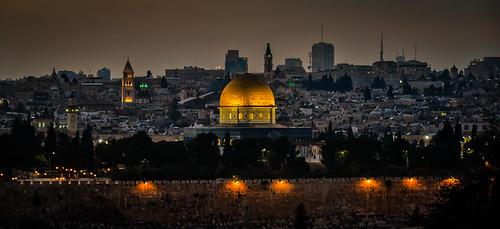 old city viewed from mount olives jerusalem israel night dome temple evening gold golden israeli יְרוּשָׁלַיִם القُدس jérusalem 耶路撒冷 иерусалим isl il middle east middleeast