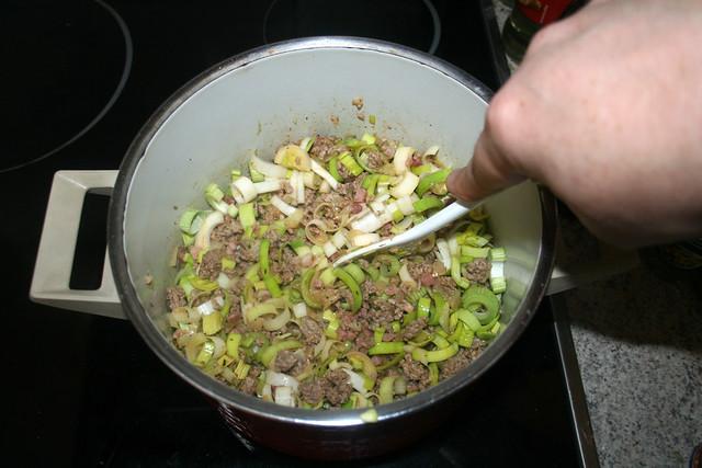 13 - Zwiebel & Lauch andünsten / Braise onion & leek