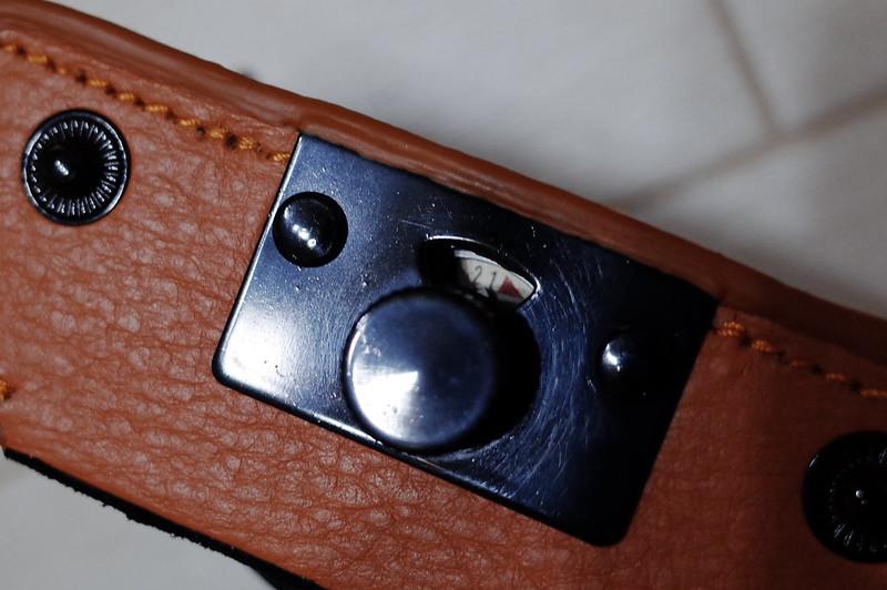 Premium Gearローライ35用本革速写ケース煮装着しても底面のフィルムカウンターが見える