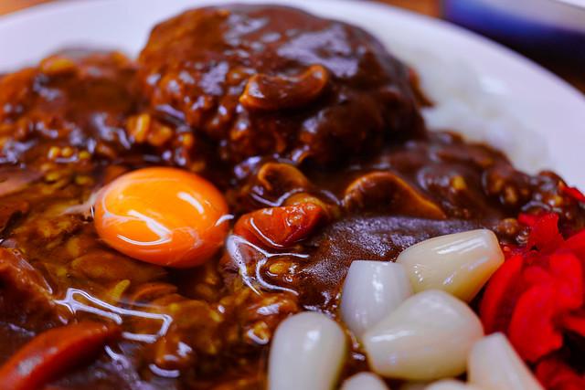 アルーのハンバーグカレー生卵のせ3