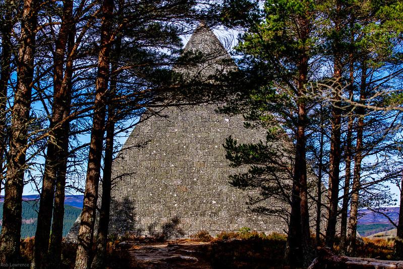 Prince Alberts Cairn (Pyramid)