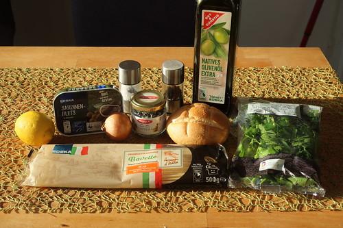Zutaten für Pasta mit Sardinen, Brotbröseln und Kapern