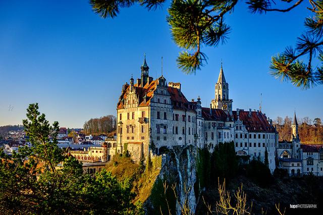 Hohenzollernschloss in der Morgensonne