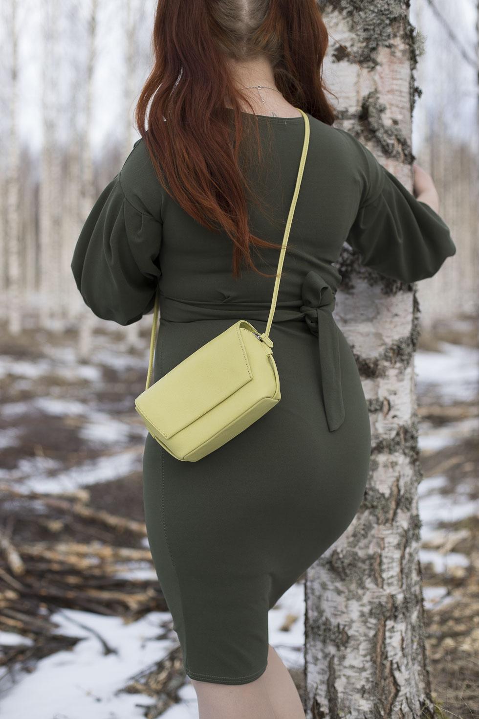 Femme-Luxe-mekko-ja-Marimekon-laukku