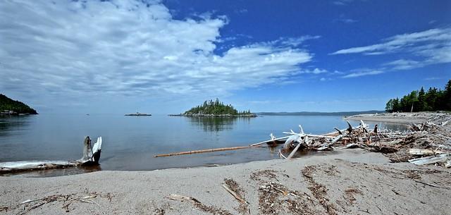 SPIRIT ISLAND, DRIFTWOOD BEACH, LAKE SUPERIOR near WAWA, MICHIPICOTEN RIVER VILLAGE, MICHIPICOTEN FIRST NATION ON CANADA, ACA PHOTO