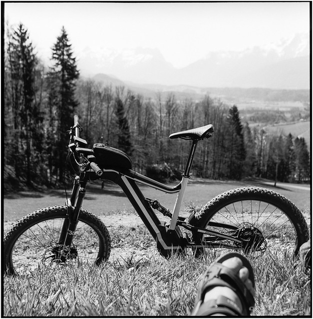 With one of my bikes on the way_Rolleiflex 3.5B