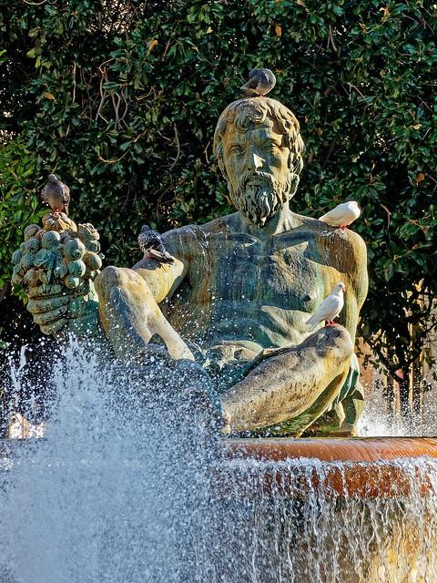 The Neptune Figure ( Turia Fountain - Plaza de la Virgin - Valencia) Olympus OM-D EM5.2 & M.Zuiko 12-100mm F4 Pro Zoom