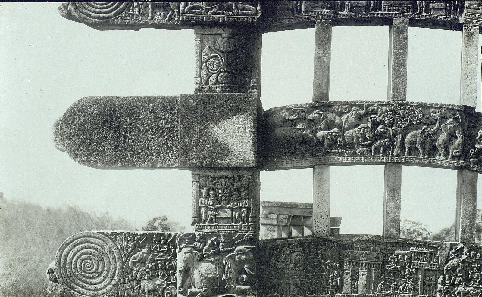 Буддийская ступа в Санчи (детали вторых ворот) (14)