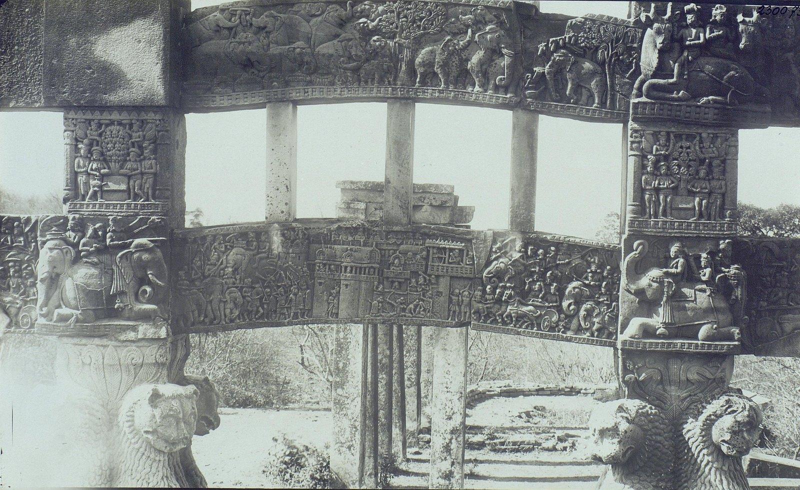 Буддийская ступа в Санчи (детали вторых ворот) (6)