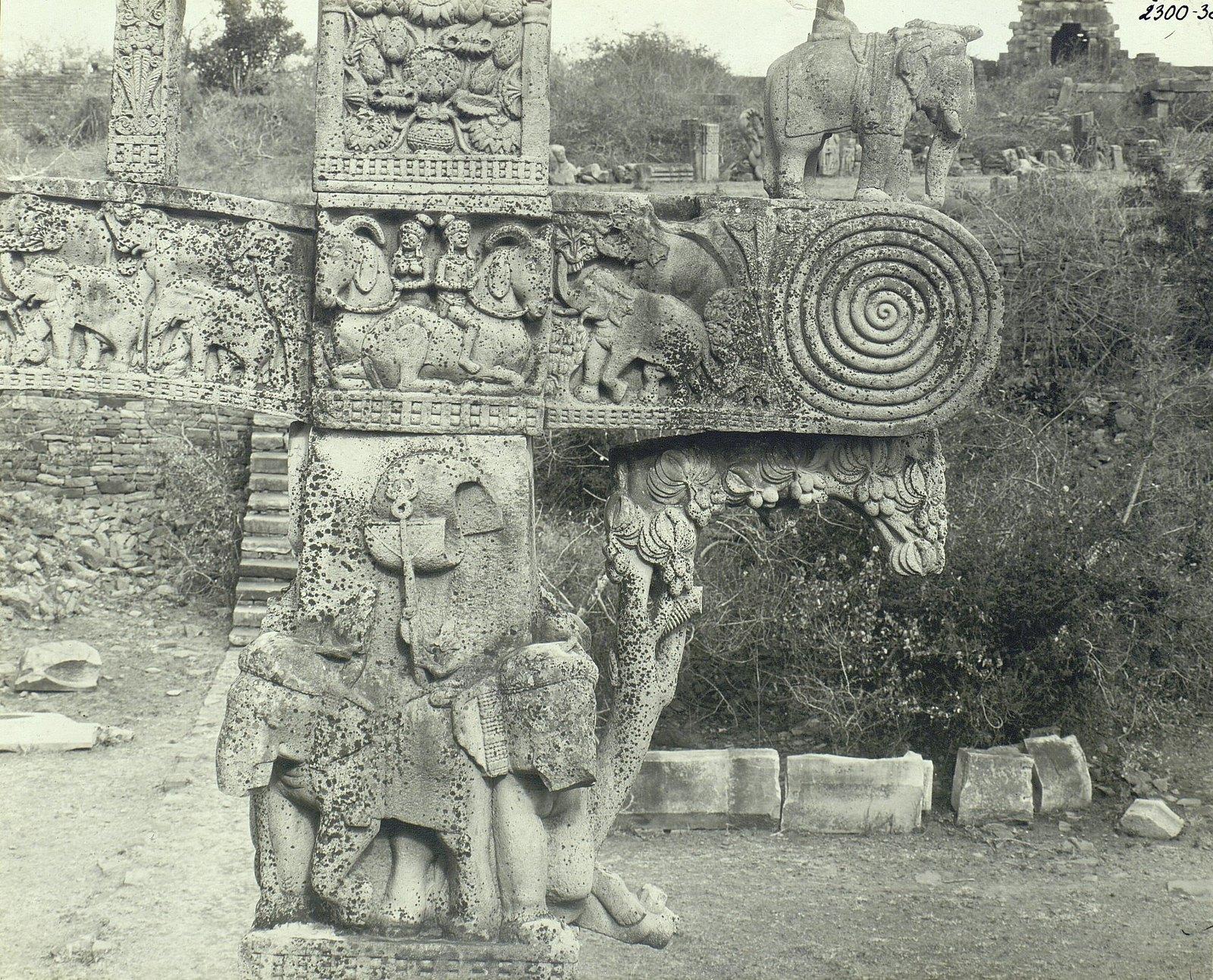 Буддийская ступа в Санчи (детали первых ворот) (11)