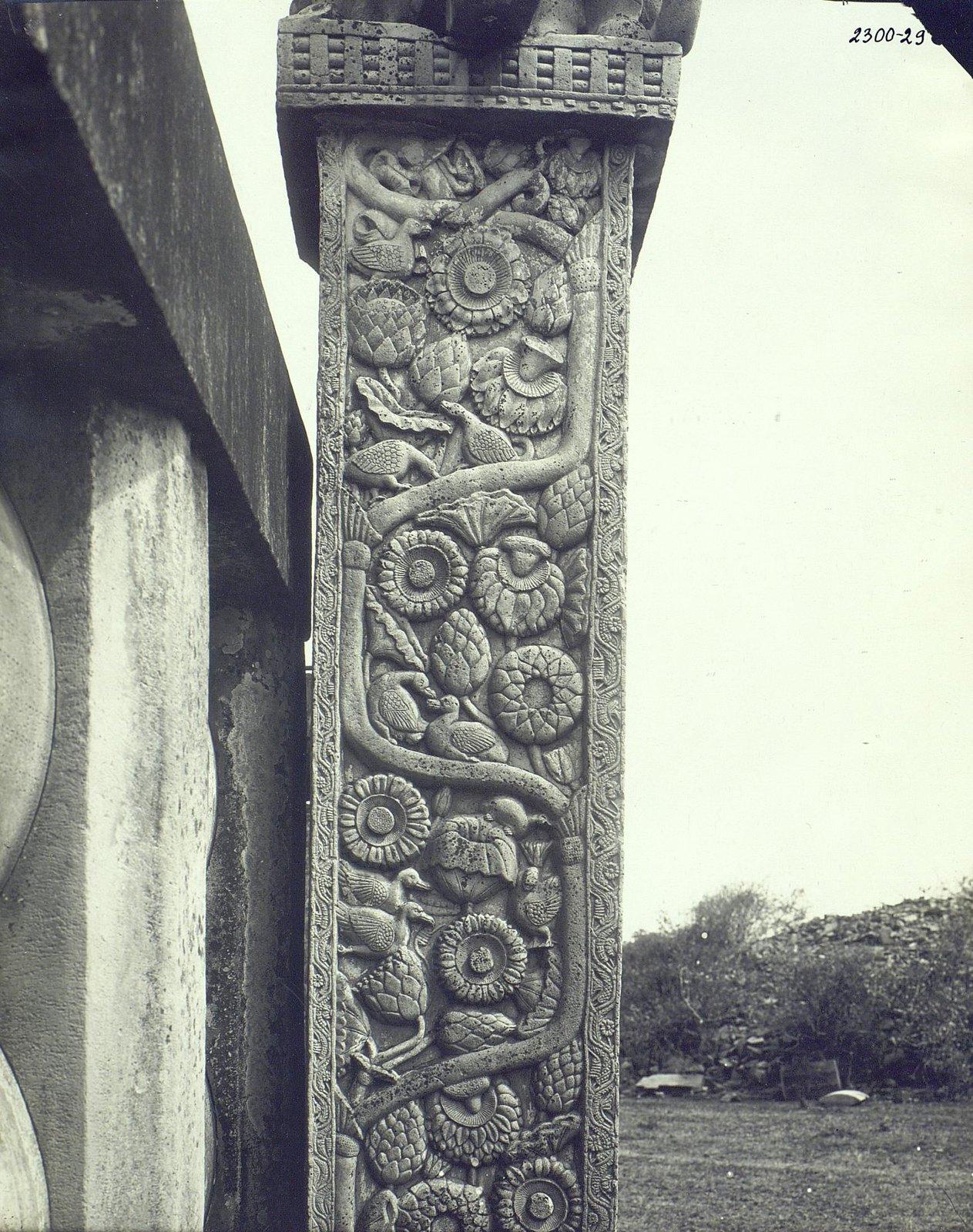 Буддийская ступа в Санчи (детали первых ворот) (7)