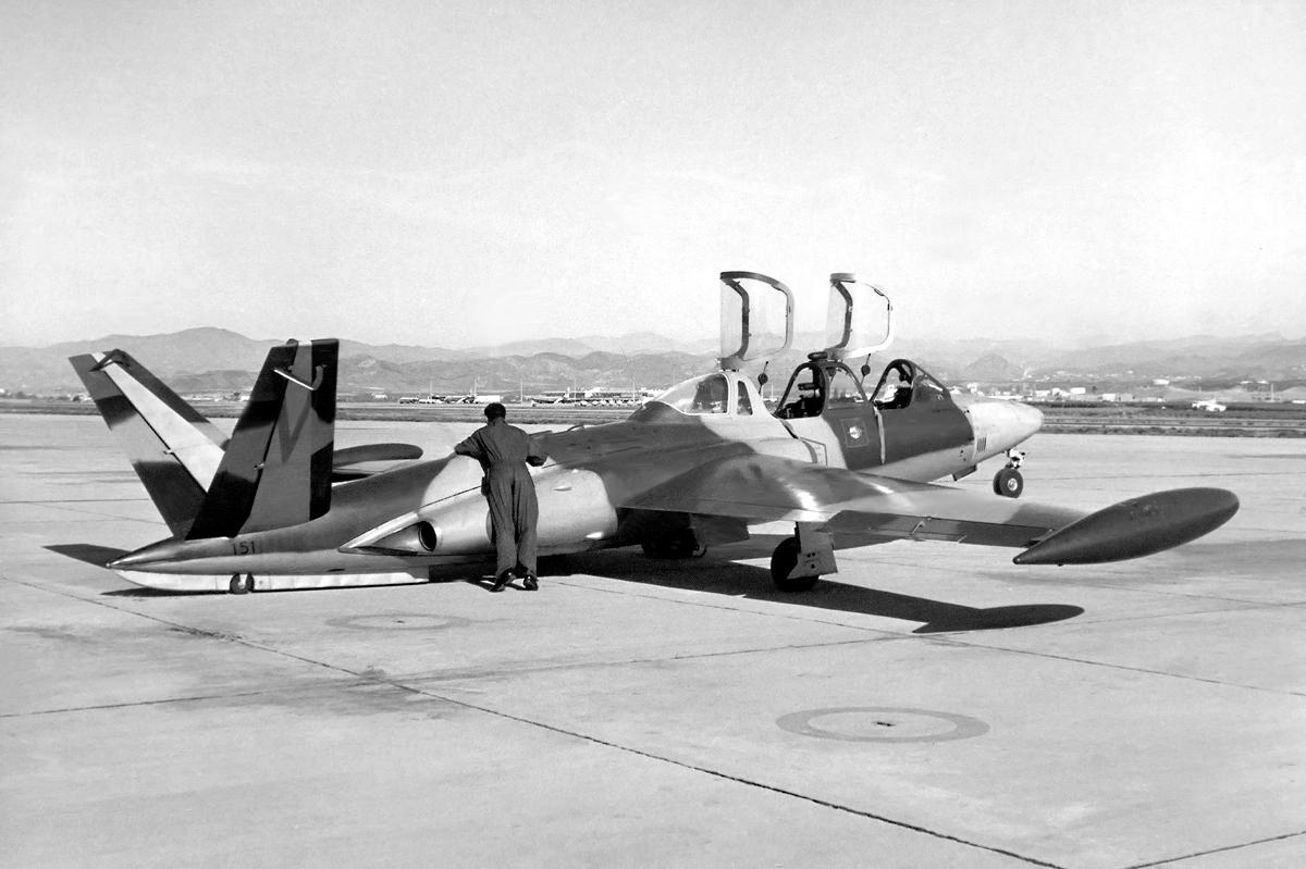 FRA: Photos anciens avions des FRA - Page 13 49766703206_f0e308a857_o_d
