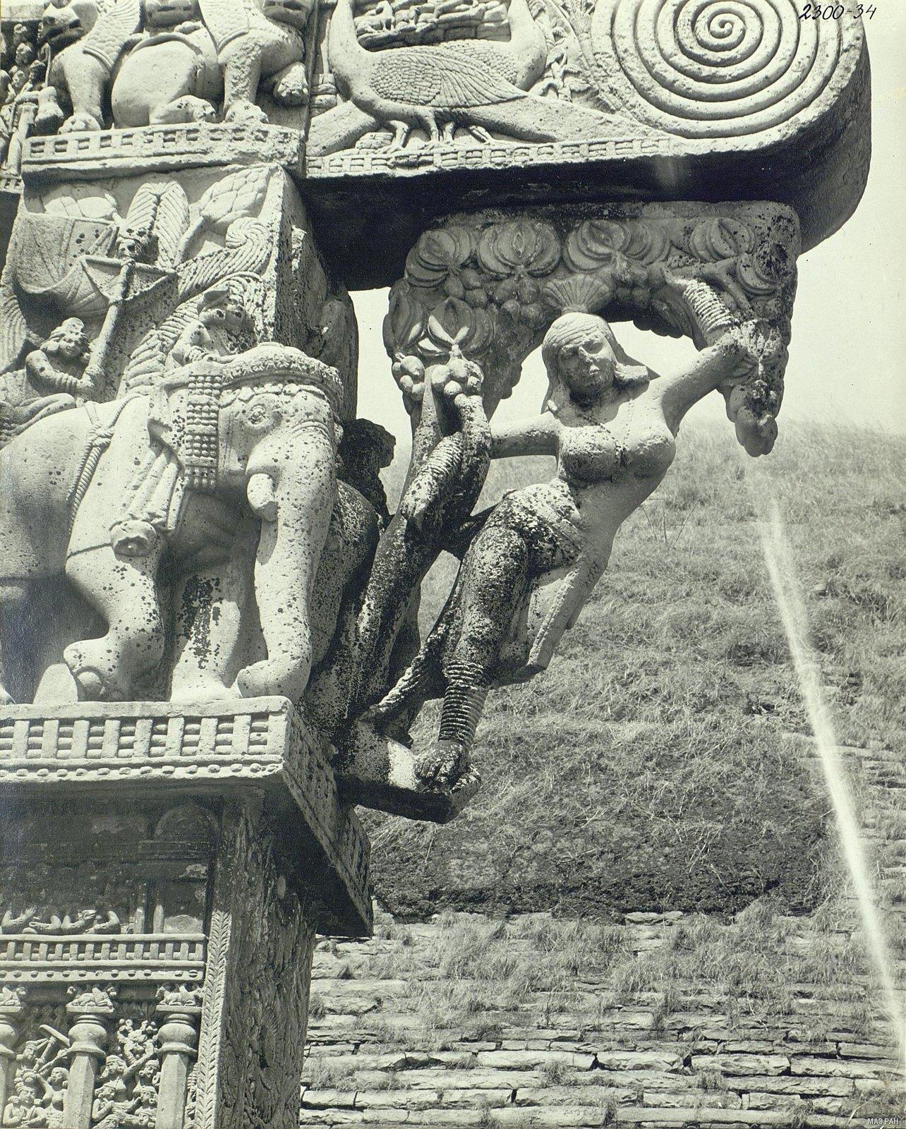 Буддийская ступа в Санчи (детали первых ворот) (16)