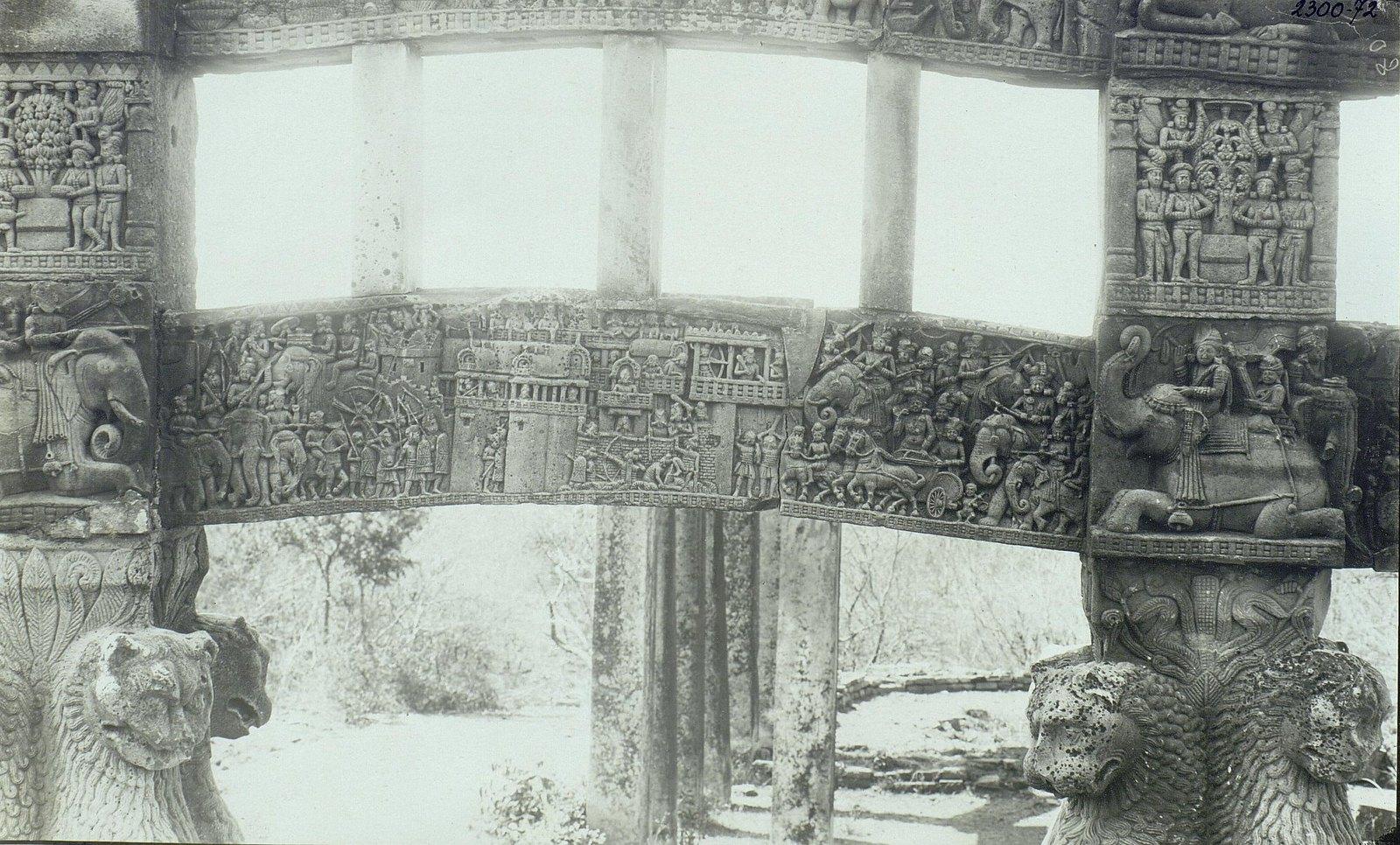 Буддийская ступа в Санчи (детали вторых ворот) (2)