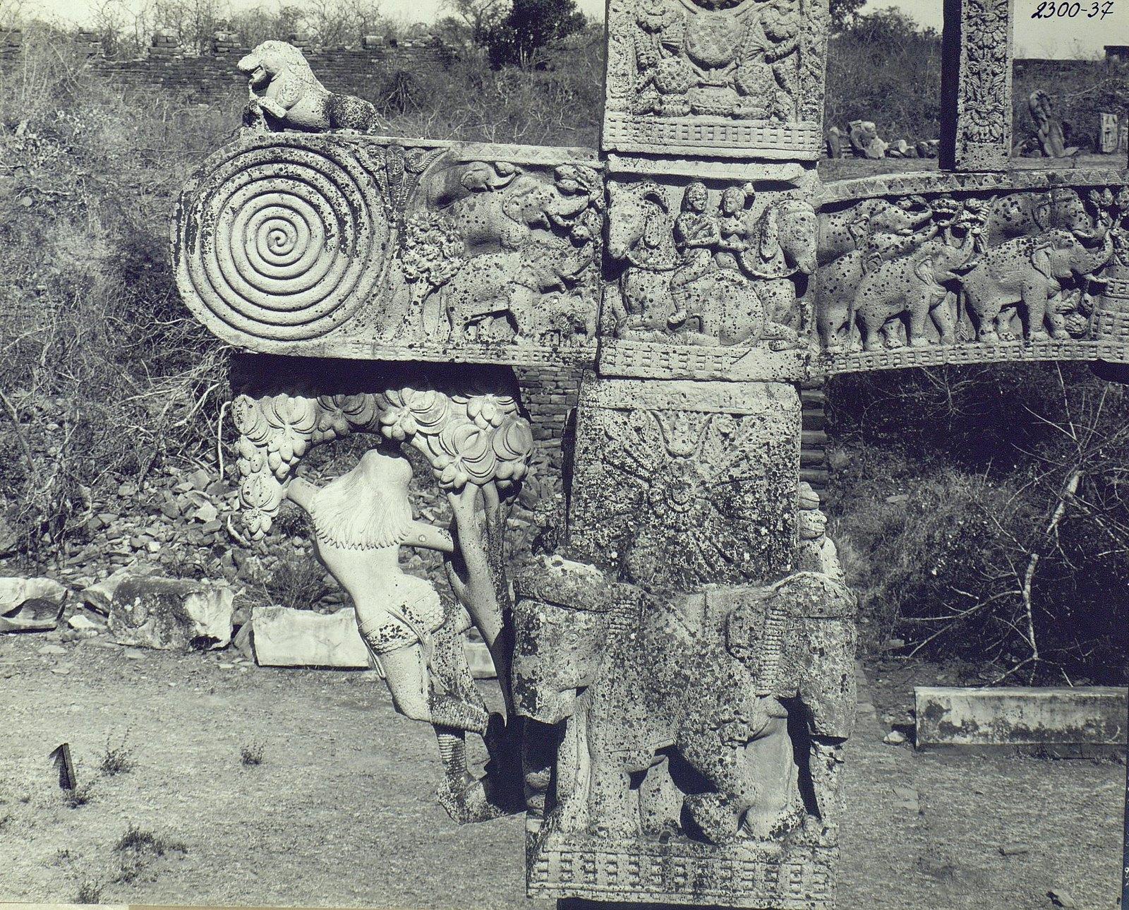 Буддийская ступа в Санчи (детали первых ворот) (8)