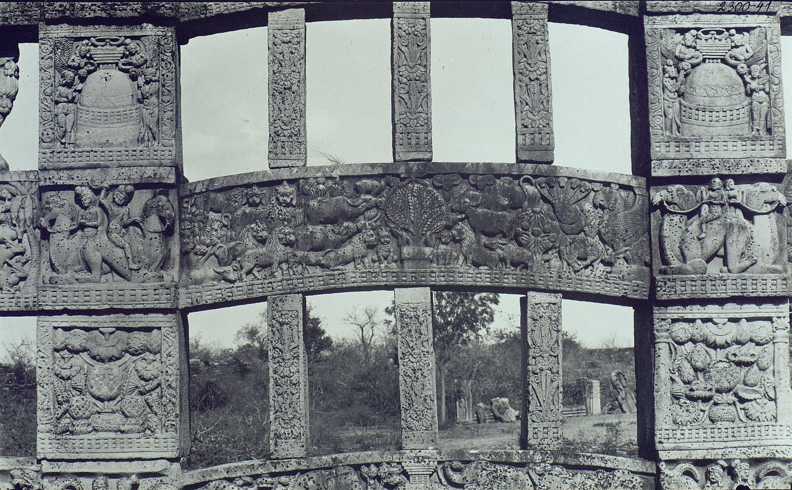 Буддийская ступа в Санчи (детали первых ворот) (1)