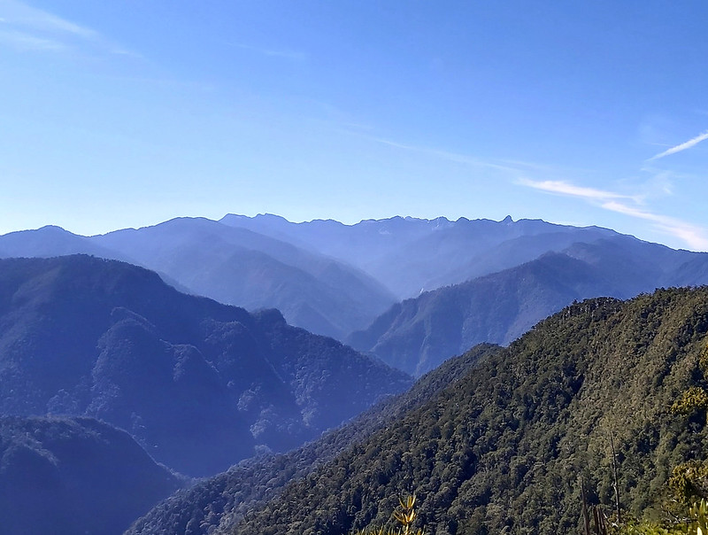 One of the popular hikes, Mt. Daba 大霸尖山, 3492 m (11,457 ft), in the center