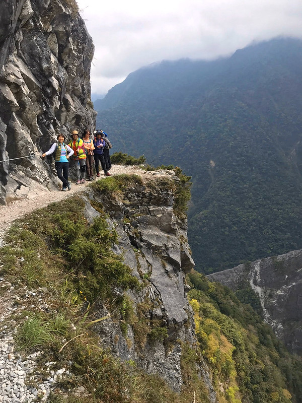 Hikers on the cliff of Zhuilu Old Road 錐麓古道 in Taroko National Park, Hualien