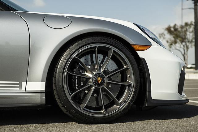 2019-Porsche-911-Speedster-_24