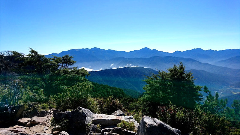Mt. Pingtian 品田山, 3,524 m (11,561 ft) is a very popular trail. Photo by Acer Lee