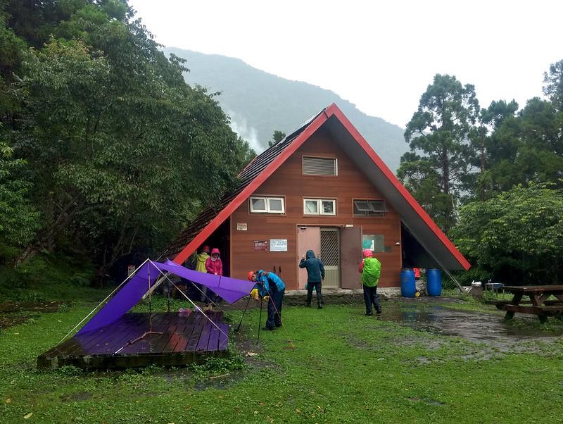 Pitch a tarp near Walami Cabin 瓦拉米山屋, 1,070 m (3,510 ft)