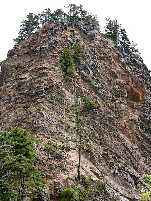 A big rock to Mt. Pingtian 品田山 3,542 m (11,621 ft)