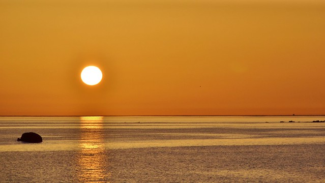 Oh soleil  ecoute-moi, ne t'en va pas soleil, reste avec moi soleil....