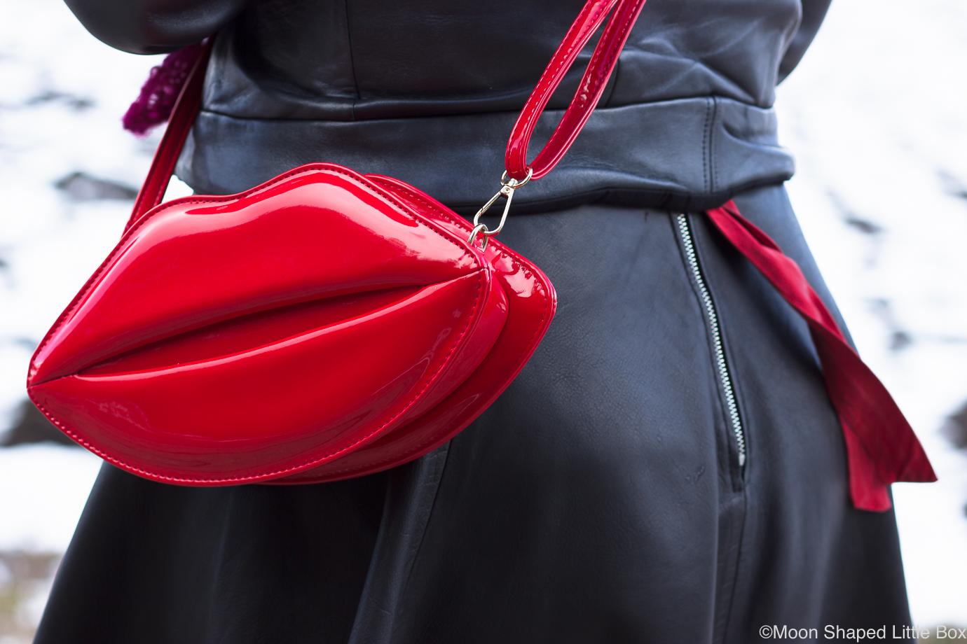 Huultenmuotoinen-laukku