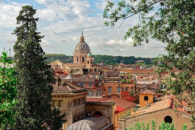 Roma /  Basilica dei Santi Ambroglio e Carlo al Corso