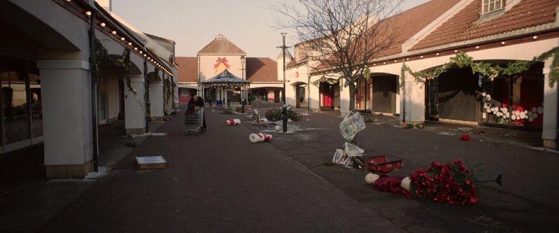 Shopping mall zombies scene