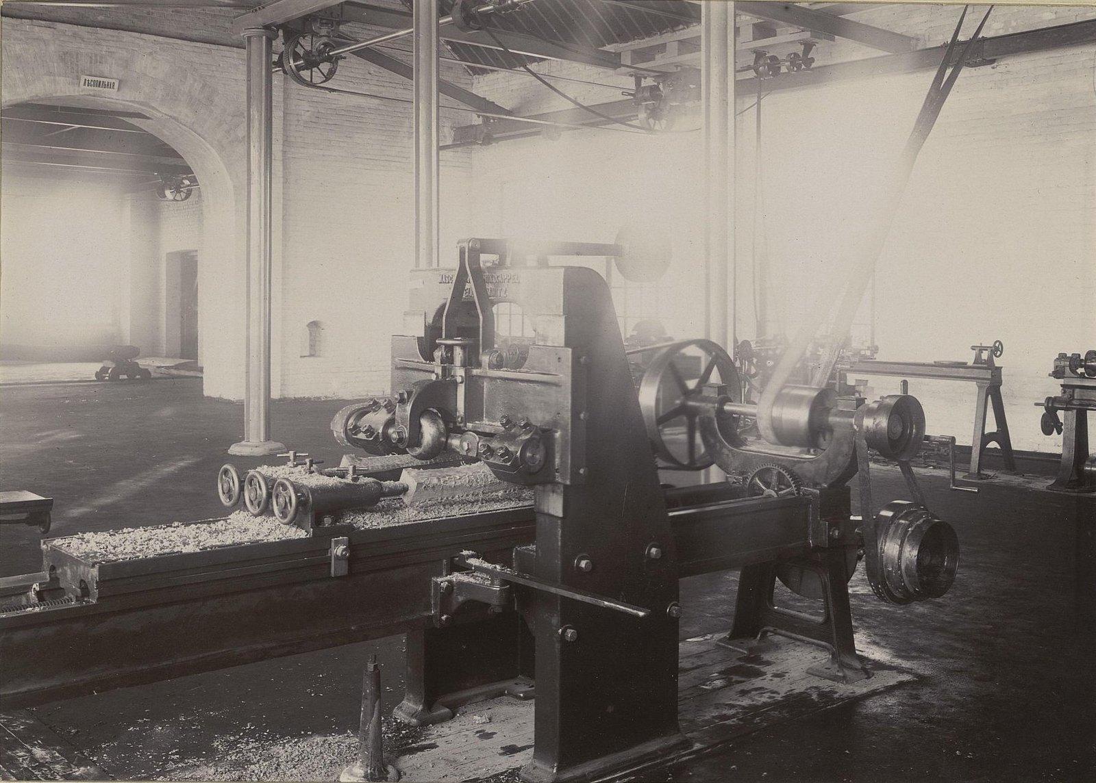 В одном из помещений Хабаровской окружной артиллерийской мастерской1