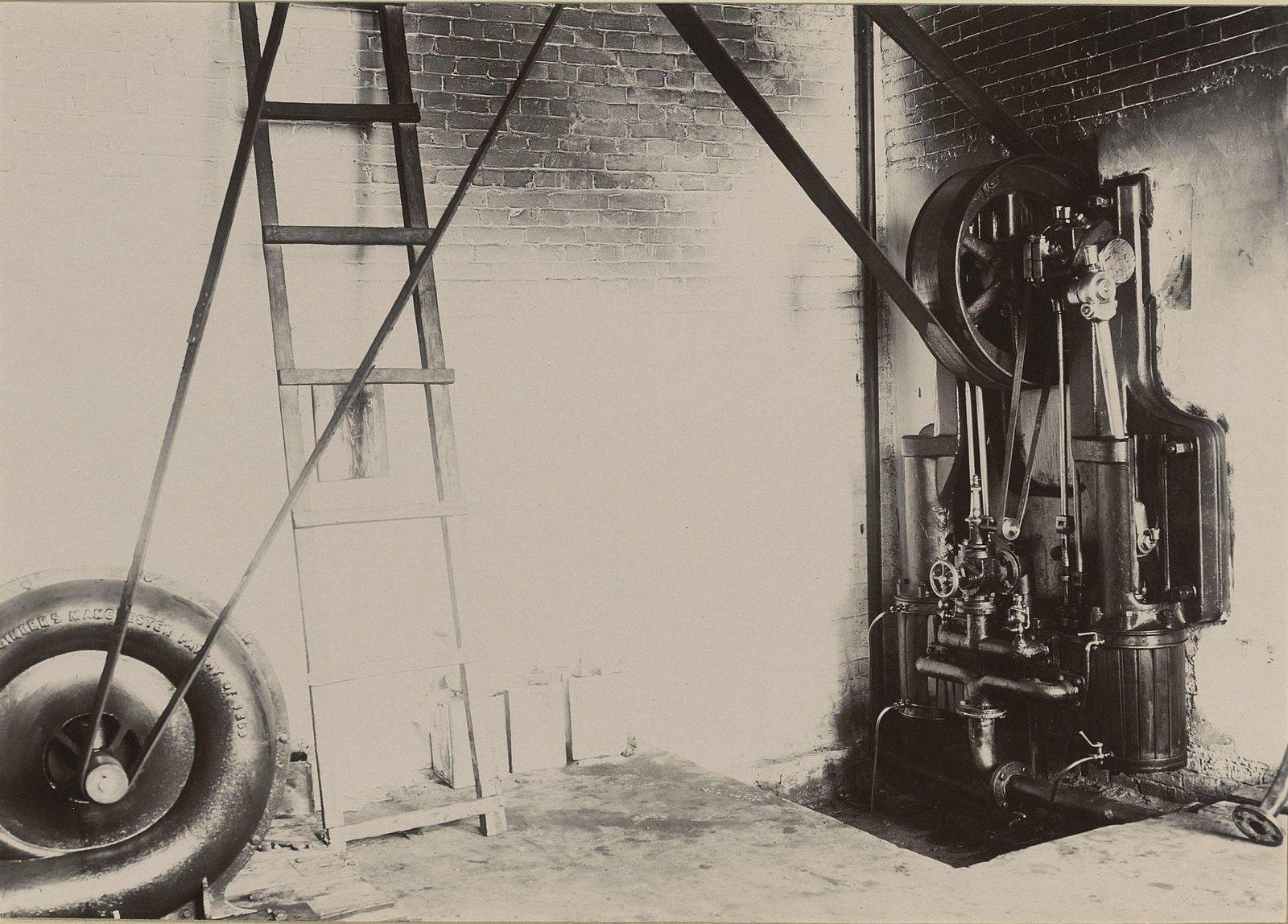 В одном из помещений Хабаровской окружной артиллерийской мастерской4