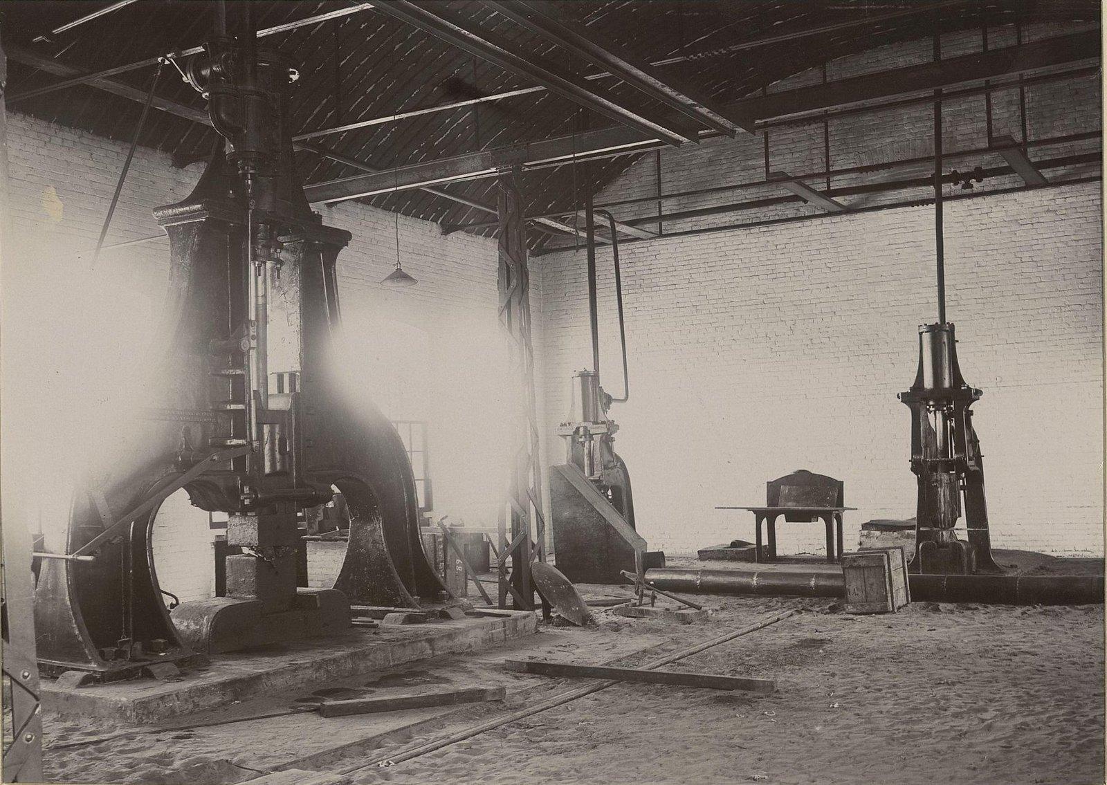 В одном из помещений Хабаровской окружной артиллерийской мастерской2
