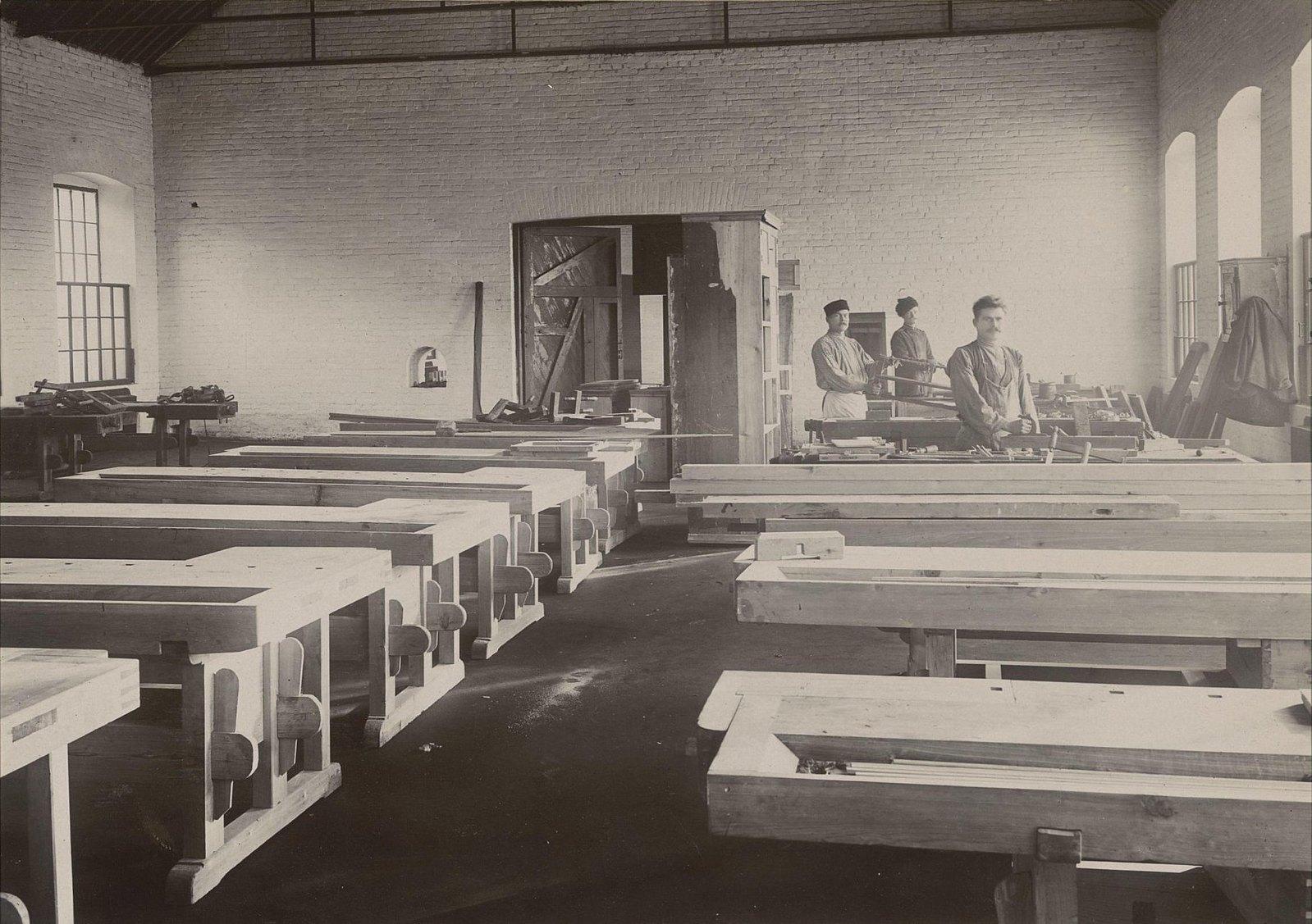 В одном из помещений Хабаровской окружной артиллерийской мастерской