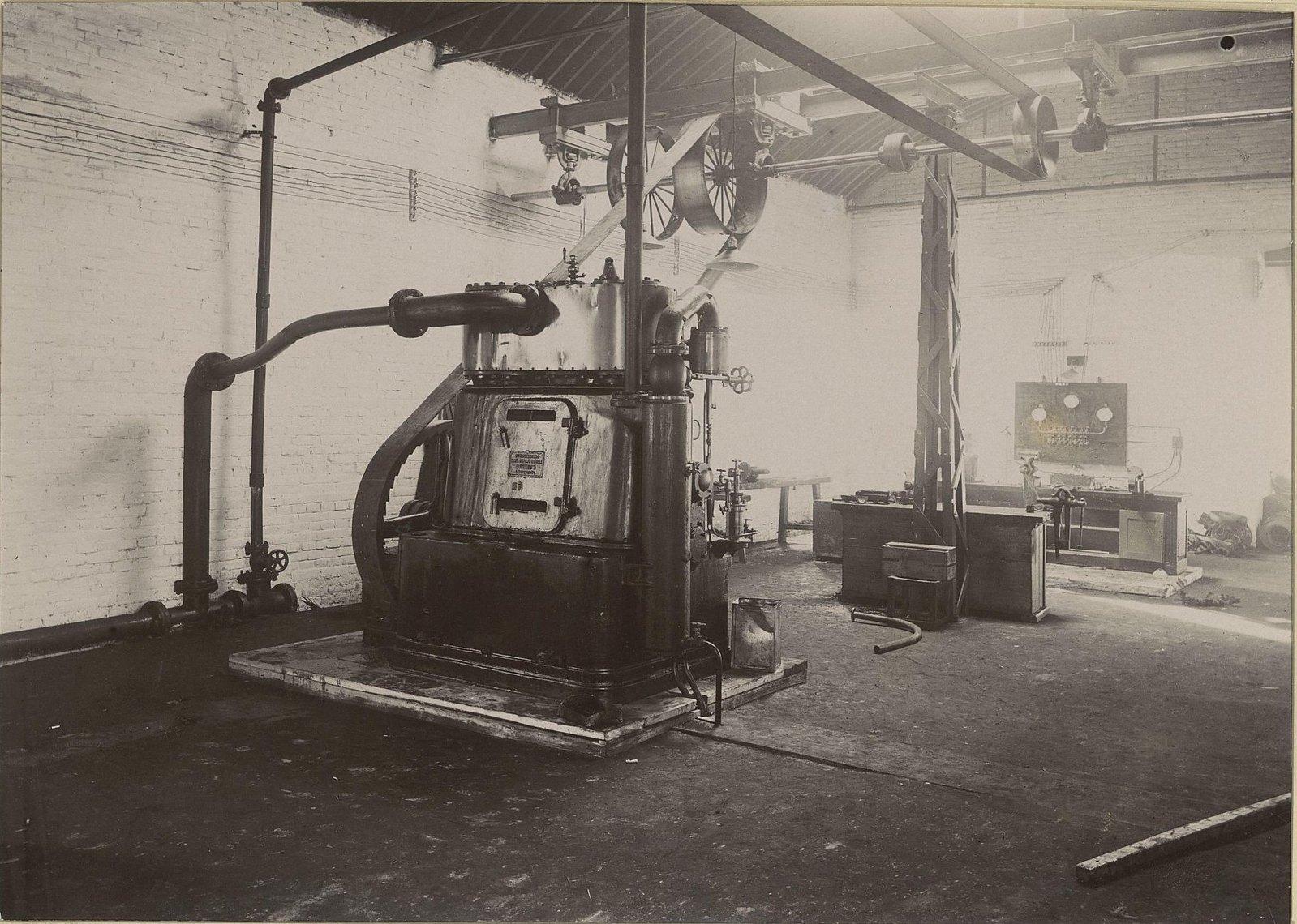 В одном из помещений Хабаровской окружной артиллерийской мастерской.