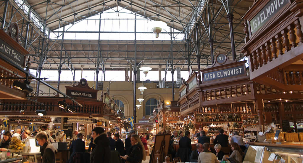 Restaurants in Stockholm: Östermalms Saluhall (foto met dank aan Visit Stockholm)   Mooistestedentrips.nl