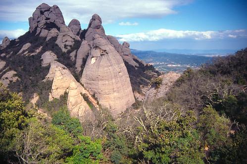 Torreones en conglomerados - Sierra de Montserrat (Barcelona, España) - 01