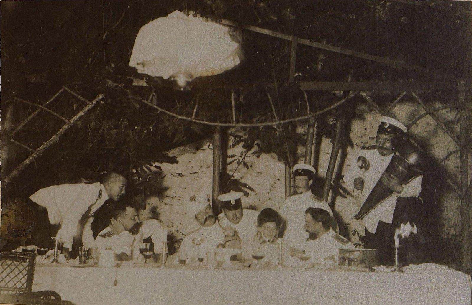 50. Группа офицеров и дама за столом