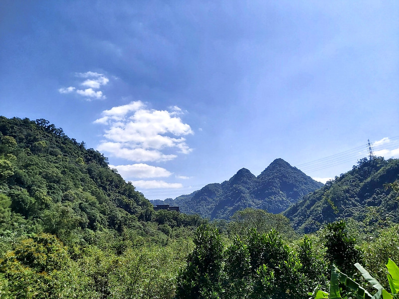 Mt. Shuangfeng 雙峰山 (meaning twin peaks) in Xindian, Taipei