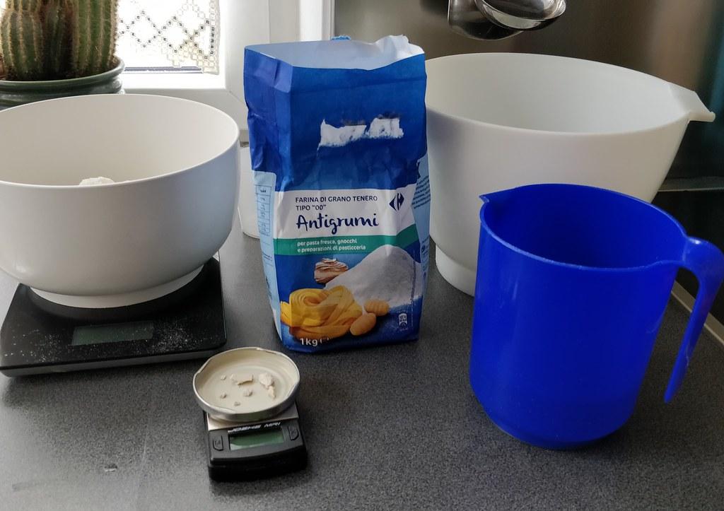 Wasser, Hefe, Mehl und Salz