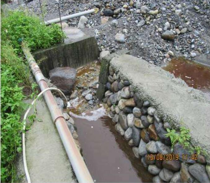 污水滲出經地表逕流後排放至大安溪。彰化地檢署提供