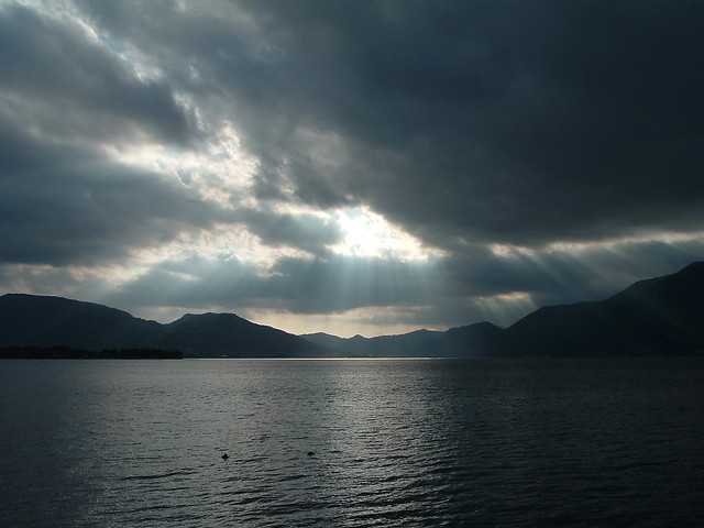 Luci e ombre sul lago.