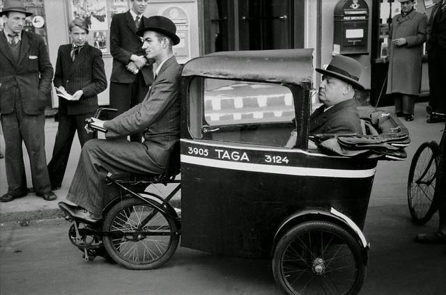 Taxi en Copenhague durante la racionalización de la gasolina, (1940-1945).