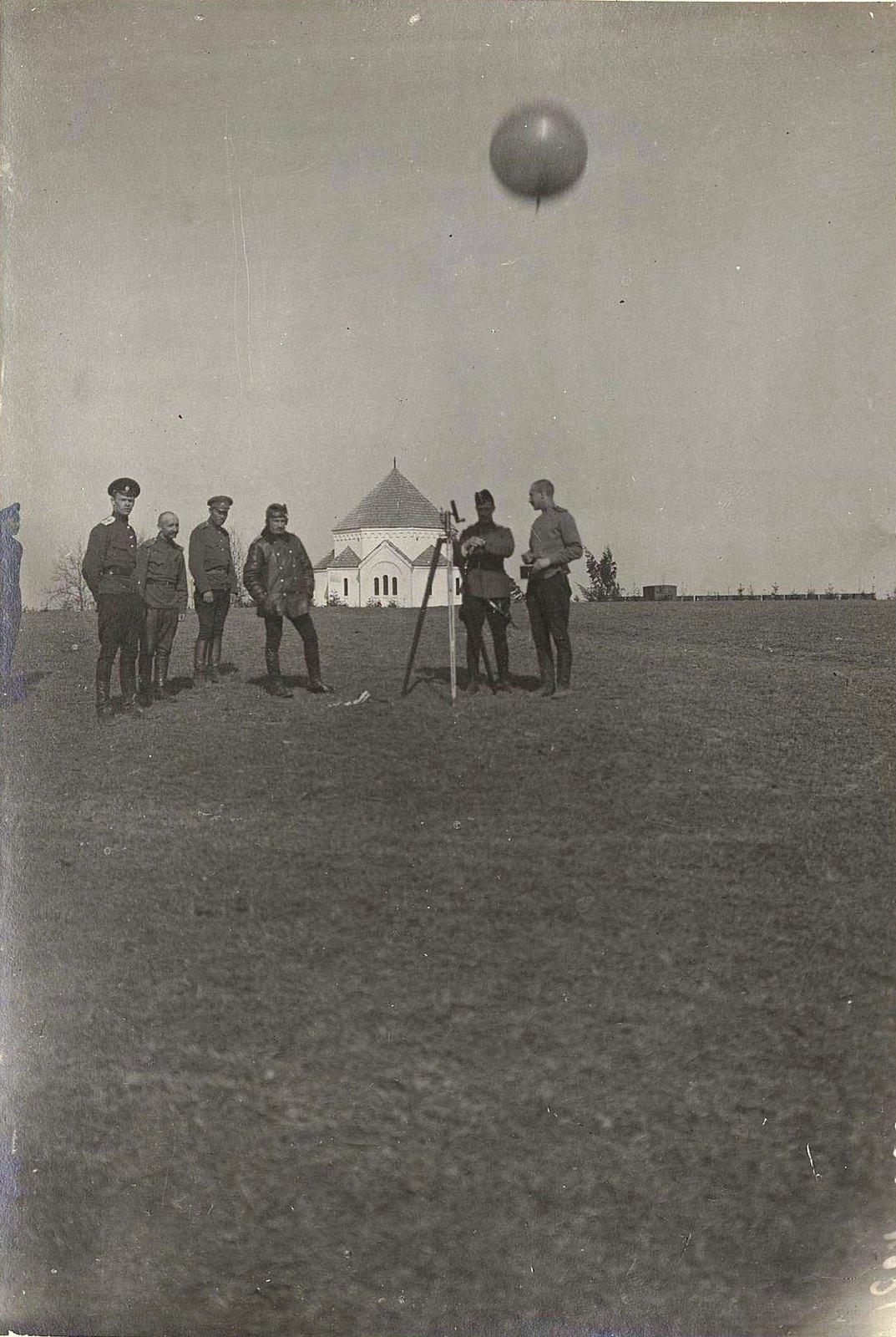 Группа военных в поле