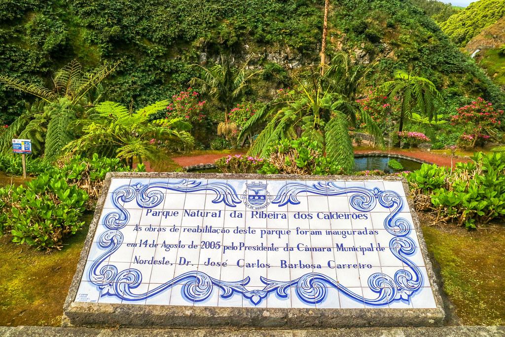 Letrero de bienvenida en el Parque Natural Ribeira dos Caldeirões