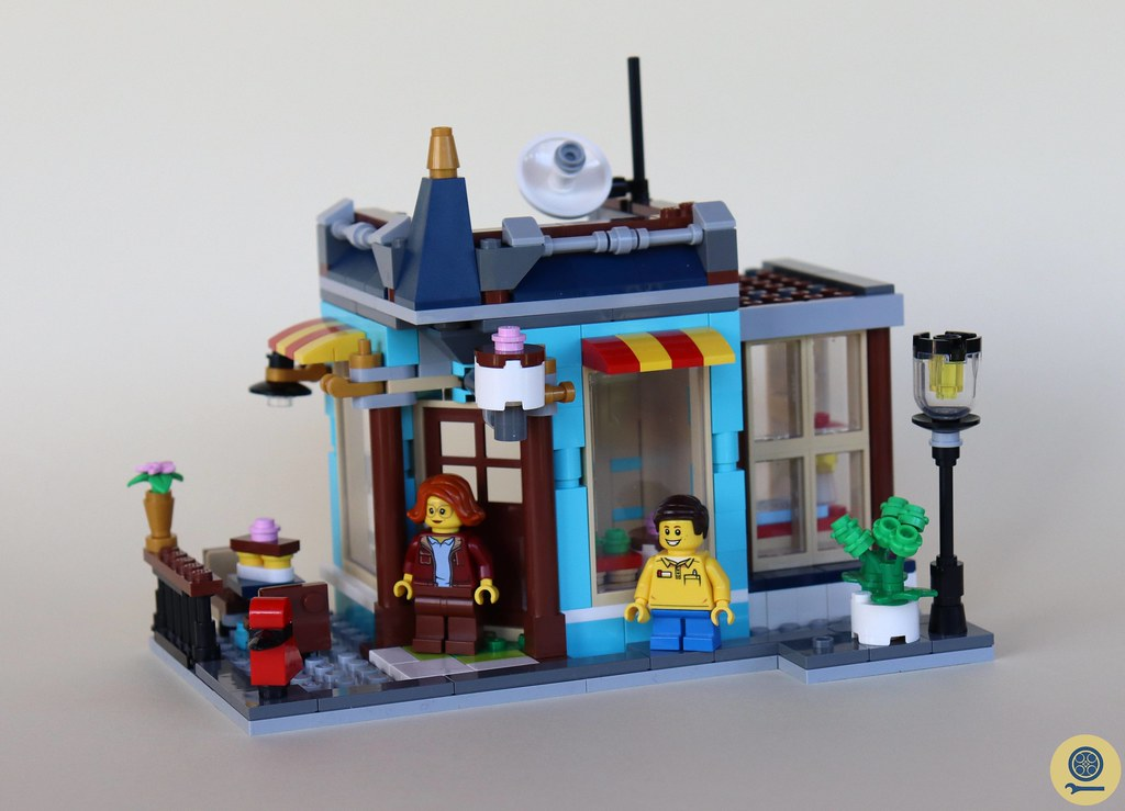 31105 Townhouse Toy Store 4