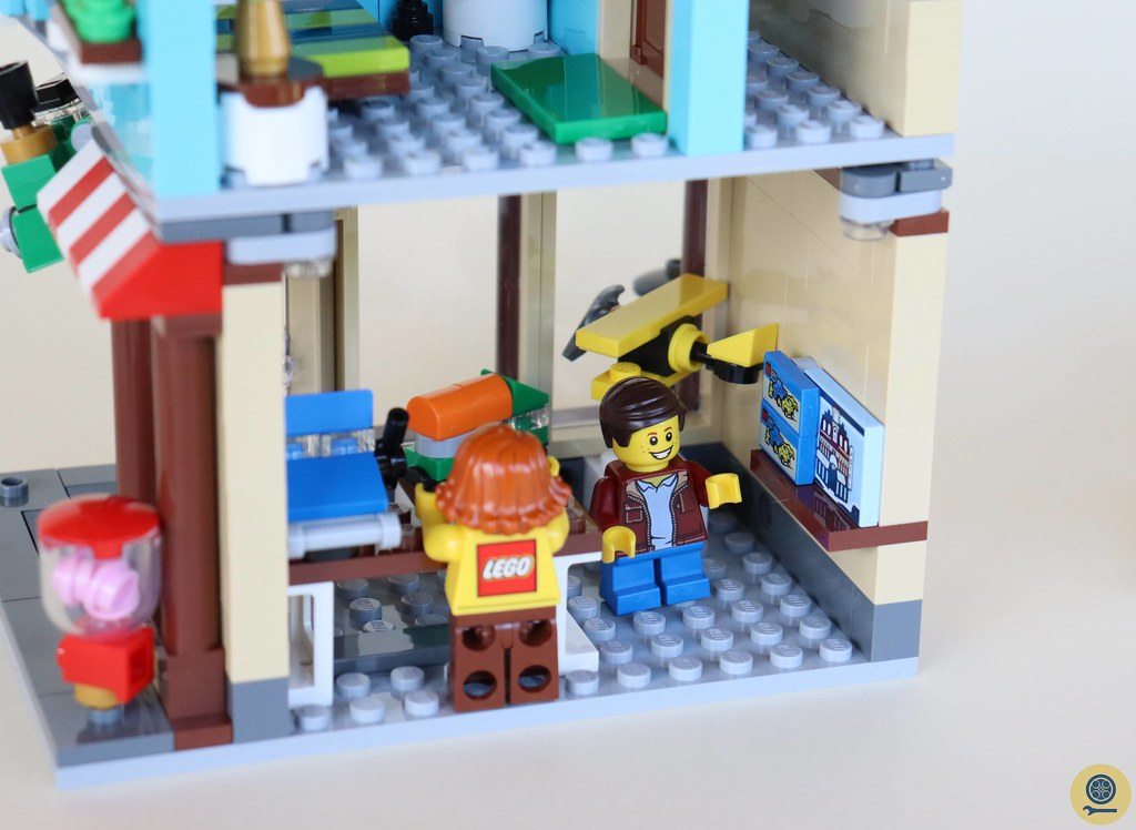31105 Townhouse Toy Store 2