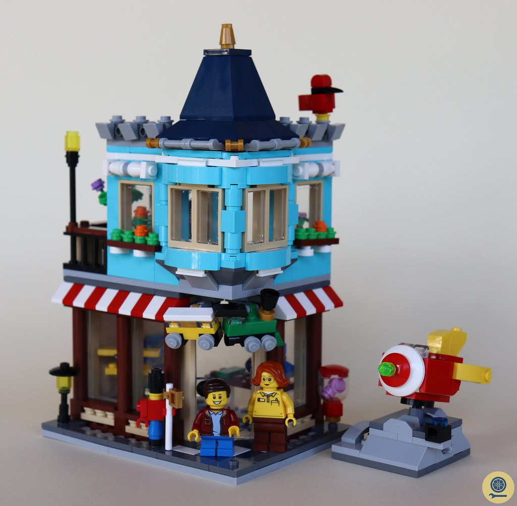 31105 Townhouse Toy Store 1