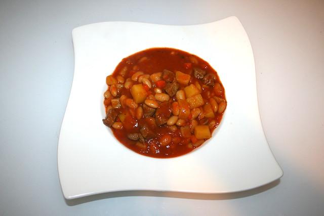 34 - Loubia b'lham - Algerian bean stew with lamb - Served / Algerischer Bohneneintopf mit Lamm - Serviert
