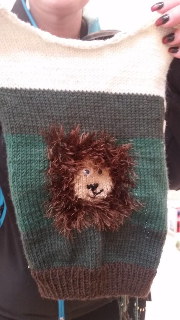 Pullover mit Löwe